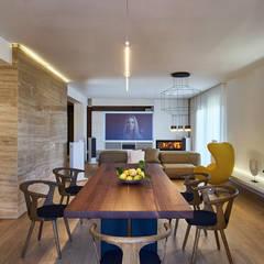 Private Apartment in Crotone: Sala da pranzo in stile  di Sammarro Architecture Studio