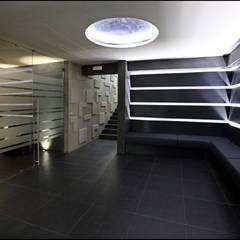 Target I Saloni SPA: Negozi & Locali commerciali in stile  di Sammarro Architecture Studio