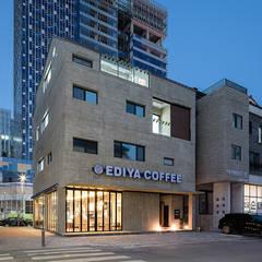 Casas multifamiliares de estilo  por 삼공사건축사사무소
