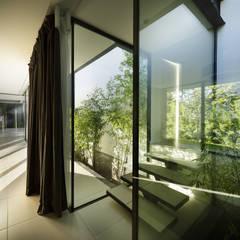 CTN HOUSE: Couloir et hall d'entrée de style  par Brengues Le Pavec architectes