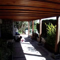 Palillaje bajo terraza: Casas unifamiliares de estilo  por Lares Arquitectura