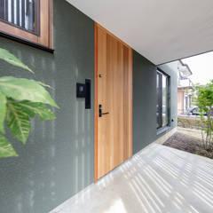 Wooden houses by 株式会社建築工房DADA,