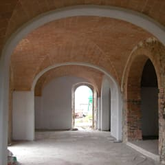 Podere Calvaiola : Ingresso & Corridoio in stile  di 2RED DESIGN STUDIO