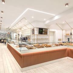 ZANOTTI – PANE, DOLCI E CAFFÈ: Gastronomia in stile  di Flussocreativo design studio