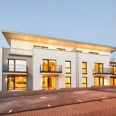 Neubau eines 10-Familienhauses in der Eifel mit Staffelgeschoss:  Mehrfamilienhaus von STRICK  Architekten + Ingenieure
