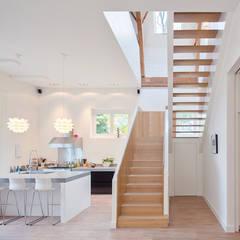 Koetshuis:  Keuken door Richèl Lubbers Architecten
