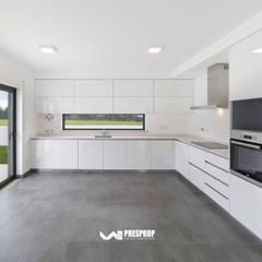 مطبخ تنفيذ Presprop - Portugal Construction  , حداثي