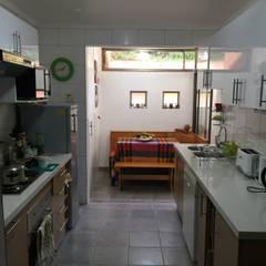 Remodelación de Cocina en La Dehesa : Cocinas de estilo  por Lares Arquitectura