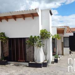 FACHADA PRINCIPAL: Casas campestres de estilo  por noc-noc