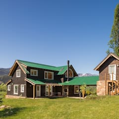 Wooden houses by Patagonia Log Homes