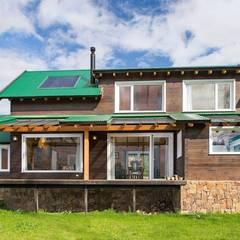 Casa Construida con Troncos de Madera - Patagonia Log Homes de Patagonia Log Homes - Arquitectos - Neuquén Moderno Madera Acabado en madera