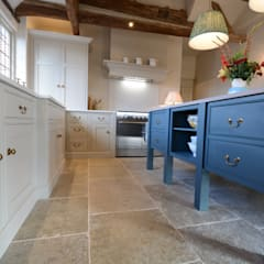 Built-in kitchens by Willow Tree Interiors