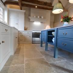 置入式廚房 by Willow Tree Interiors