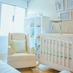 La mecedora de Simon: Cuartos para bebés de estilo  por Monica Saravia