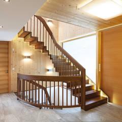 Escaleras de estilo  por KANTON SCALE SAS di Paul Kanton & C. SAS