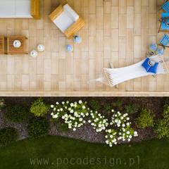 Letnisko z bali: styl , w kategorii Taras zaprojektowany przez Pracownia Projektowa Poco Design