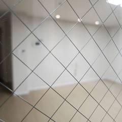 안양시 평촌동 향촌마을 현대아파트 (32평): YONG DESIGN의  복도 & 현관,미니멀
