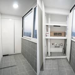 안양시 평촌동 향촌마을 현대아파트 (32평): YONG DESIGN의  베란다