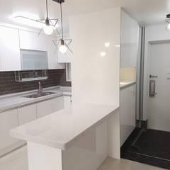 공작 부영아파트 21평 인테리어: YONG DESIGN의  주방,미니멀