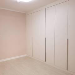 공작 부영아파트 21평 인테리어: YONG DESIGN의  방
