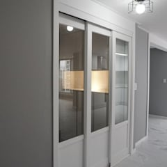 25년된 아파트의 재탄생 [꿈마을 한신 아파트 61평 리모델링]: YONG DESIGN의  복도 & 현관,모던