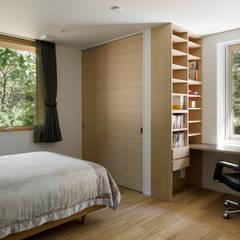 058軽井沢Hさんの家: atelier137 ARCHITECTURAL DESIGN OFFICEが手掛けた寝室です。,
