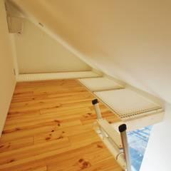 板橋区の共同住宅2: 祐建築設計室が手掛けたウォークインクローゼットです。