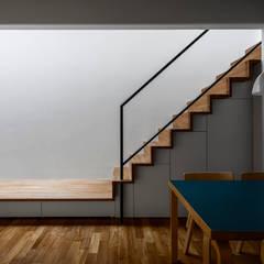 Escaleras de estilo  por 遠藤誠建築設計事務所(MAKOTO ENDO ARCHITECTS)