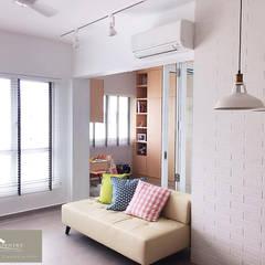 Minimalist with a Scandinavian twist:  Living room by Singapore Carpentry Interior Design Pte Ltd