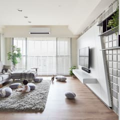 family+(cat*5)=home:  客廳 by 思維空間設計