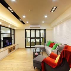 Living room by 奕禾軒 空間規劃 /工程設計, Modern