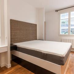 Chambre: Chambre de style  par ATELIER FLORENT - Architectes d'Intérieur Paris