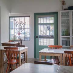 Entrada e Sala de Refeições: Salas de jantar  por aponto
