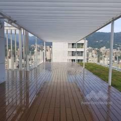 Toit-terrasse de style  par 新綠境實業有限公司