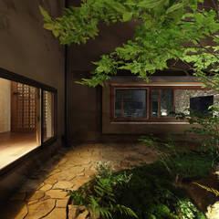 Front yard by Studio tanpopo-gumi 一級建築士事務所, Modern
