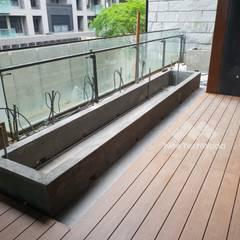 Varandas, marquises e terraços asiáticos por 新綠境實業有限公司 Asiático Compósito de madeira e plástico