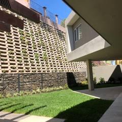 Lomas Altas: Casas unifamiliares de estilo  por RFoncerrada arquitectos