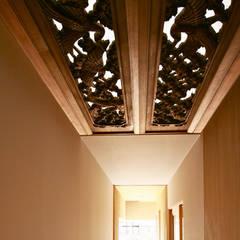 Pasillos y vestíbulos de estilo  por Studio tanpopo-gumi 一級建築士事務所
