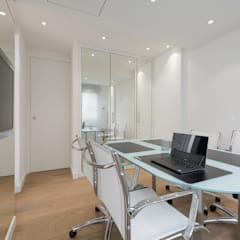 Salle de réunion : Bureau de style  par réHome