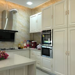 Built-in kitchens by PT. Leeyaqat Karya Pratama