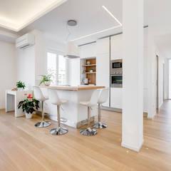 Don Bosco minimal design: Cucina in stile in stile Moderno di EF_Archidesign