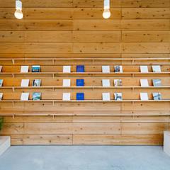 ととのえる展: すずき/suzuki architects (一級建築士事務所すずき)が手掛けた書斎です。