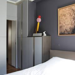 rue des Tournelles: Chambre de style  par BuroBonus, Moderne Bois Effet bois