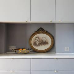 meubles intégrés cuisine: Cuisine intégrée de style  par BuroBonus
