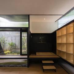 Tiny Japanese House et Jardin de même inspiration: asiatische Wohnzimmer von Paul Marie Creation