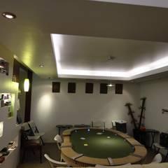 Sala de Poker : Techos de estilo  por MAGIA ARQUITECTONICA