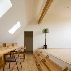 castor: ポーラスターデザイン一級建築士事務所が手掛けた書斎です。