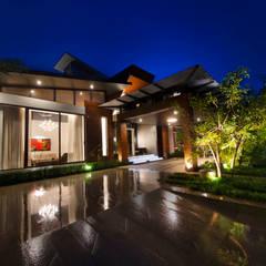 Night View:  Villas by Kembhavi Architecture Foundation