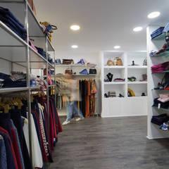 Loja de Roupa | Infantado - Loures: Espaços comerciais  por YS PROJECT DESIGN