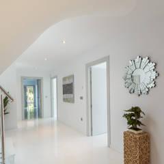 Vestíbulo: Pasillos y vestíbulos de estilo  de Home & Haus | Home Staging & Fotografía